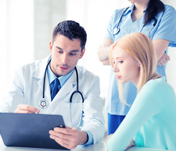 Symptoms of Ovarian Cysts and Treatments in Chicago area